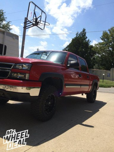 """17x9"""" Fuel Off-Road Hostage wheels on a 2006 Chevy 1500"""
