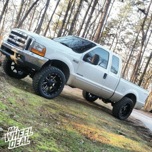 22x10 Fuel Off-Road Maverick Black Milled wheels with 35X12.50R22 Toyo Open Country MT tires on a 2000 Ford F-250