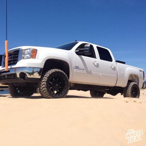 """20x10"""" Fuel Krank -24mm wheels with 33x12.50r20 Toyo Open Country MT tires on a 2008 GMC Sierra 2500"""