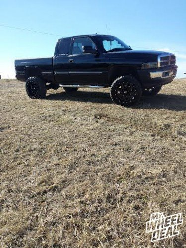 20x12 Black Moto Metal 962 wheels with 33x12.50x20 Federal Couragia MT tires on a 1999 Ram 2500