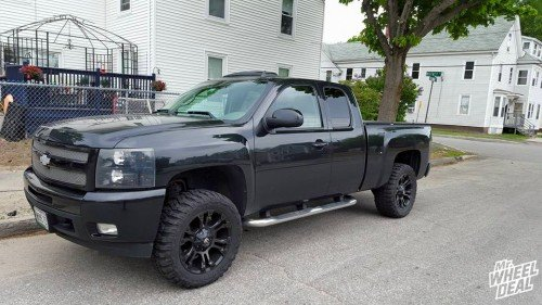 20x9 Fuel Vapor wheels with 33x12.50x20 Federal Couragia MT tires on a 2009 Chevy 1500