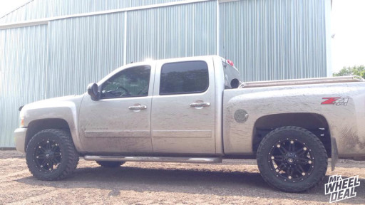 20x9 Fuel Off-Road Hostage wheels with LT295/55/20 Nitto Trail Grappler tires on a 2007 Chevy Silverado 1500