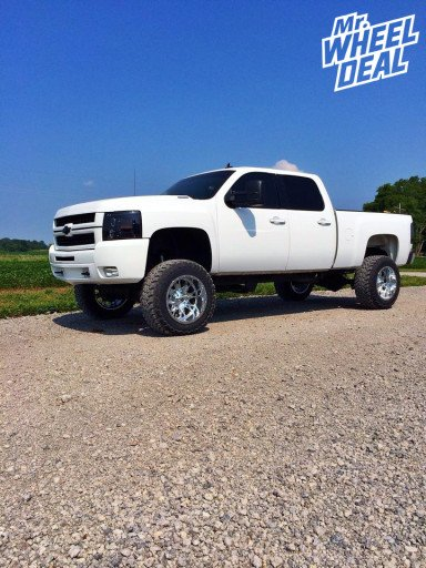 Fuel Throttle Wheels with Toyo Open Country MT Tires on a Chevy Silverado 2500HD