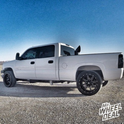 """22x10"""" Fuel Maverick wheels -24 offset with 305/40/22 Nitto NT420S tires on a 2005 Chevy Silverado 2500 HD"""