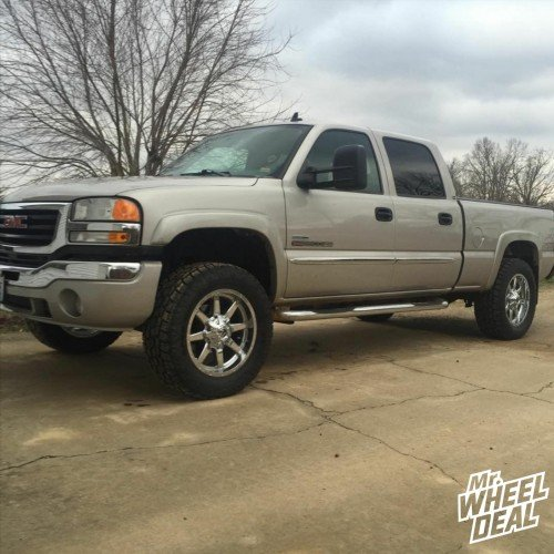 20x9 Fuel Off-Road Maverick wheels with LT295/60R20 Toyo Open Country AT2 tires on a 2007 GMC Sierra 2500HD