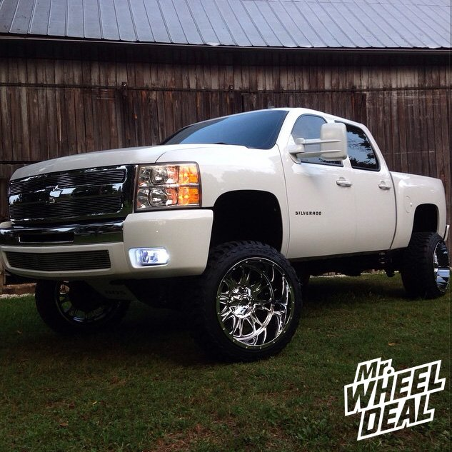 "22x14"" Fuel Throttle Chrome wheels with 33X12.50R22 Toyo Open Country MT tires on a 2009 Chevy Silverado 1500"