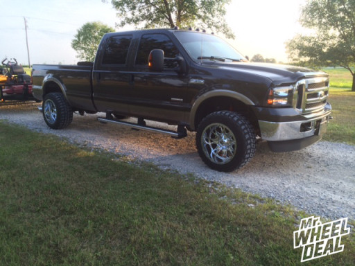 20x12 Fuel D512 Throttle wheels with 33X12.50R20 Federal Couragia MT tires on a 2005 Ford F-350