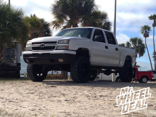 """20x12"""" Fuel Off-Road Hostage Wheels with 35x12.50x20 Federal Couragia MT Tires on a 2006 Chevy Silverado 1500"""