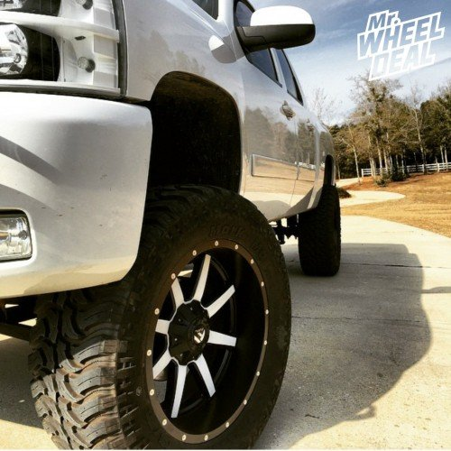 2007 Chevy Silverado 1500 with 22x10 Fuel Off-Road Maverick wheels -24 offset and 37X13.50R22 Dakar MT tires