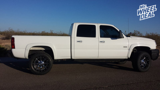 20x10 Fuel Off-Road Maverick Wheels Black with Chrome with LT305/55/20 Toyo Open Country AT II Tires on a 2006 Silverado