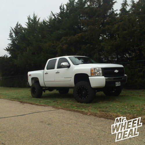 "18x12"" Fuel Off-Road Hostage wheels on a 2009 Chevy Silverado 1500"