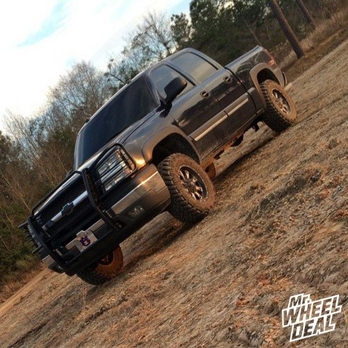 "18x9"" Fuel Throttle wheels +1mm with LT285/65/18 Nitto Trail Grappler tires on a 2005 Chevy Silverado 1500"