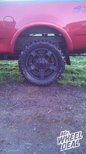 20 XD Rockstar II Black wheels with 33x12.50x20 Federal Couragia tires