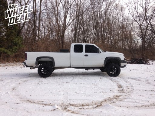 "20x12"" Fuel Off-Road Octane Wheels with 33x12.50x20 Federal Couragia MT Tires on a 2005 Chevy Silverado 2500"